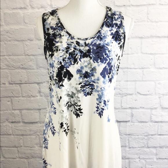 1b930a6ac6572a Rose   Olive white and blue floral tank top sz M. M 5b00698a2c705da8d0592294